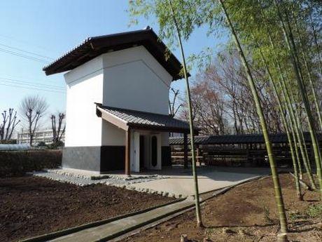 立川市の川越道緑地古民家園の「須崎家内蔵」