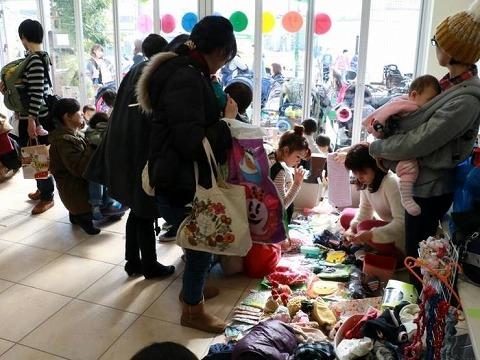 1月に開催した「ママとベビーとキッズのためのフリーマーケット」の様子