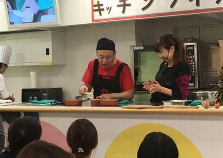 「キッチンライブ」泉谷しげるさんと住川啓子さんによるデモンストレーション