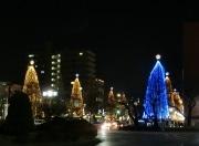 国立のクリスマス 大学通りでイルミネーション、駅前仮囲いにはツリーも