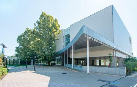 都立多摩図書館の外観