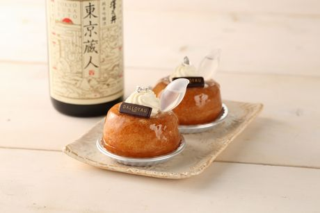 「小澤酒造」と共同開発した「ダロワイヨ」の「澤乃井サヴァラン」(540円)