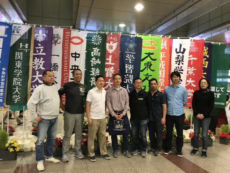 立川市商店街連合会青年部により出場校の「のぼり旗」が掲出された