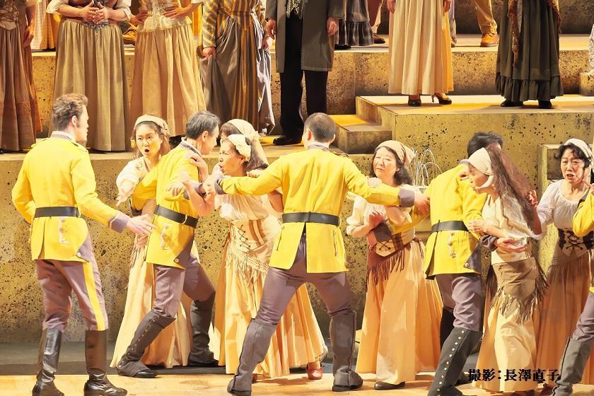 昨年の市民オペラ公演「カルメン」の助演者の様子(撮影:長澤直子さん)