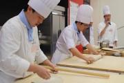 立川で調理・製菓専門学校の学園祭・卒業作品展 学生による即売会も