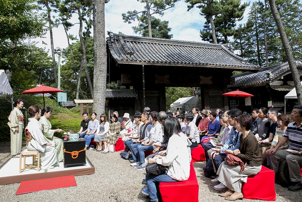 昨年の「東京大茶会」野点(のだて)の様子