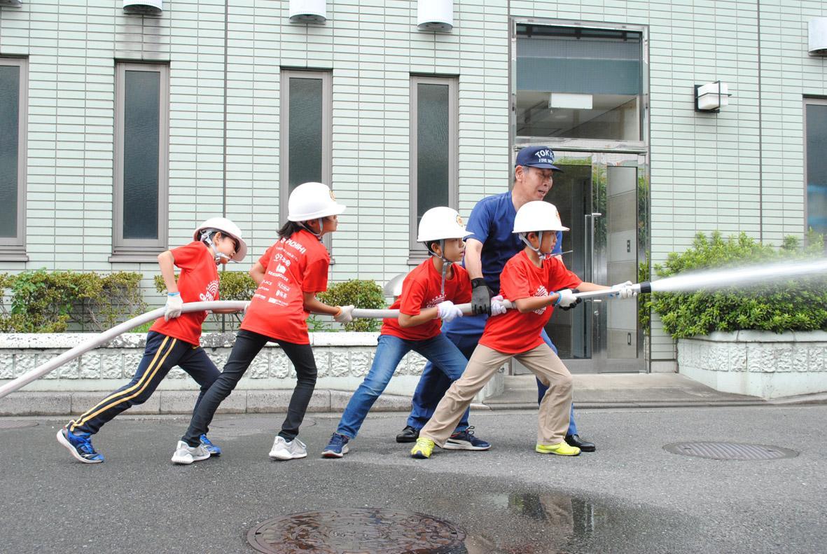 消防官チームの放水訓練の様子。イベント当日はデモンストレーションを行う。