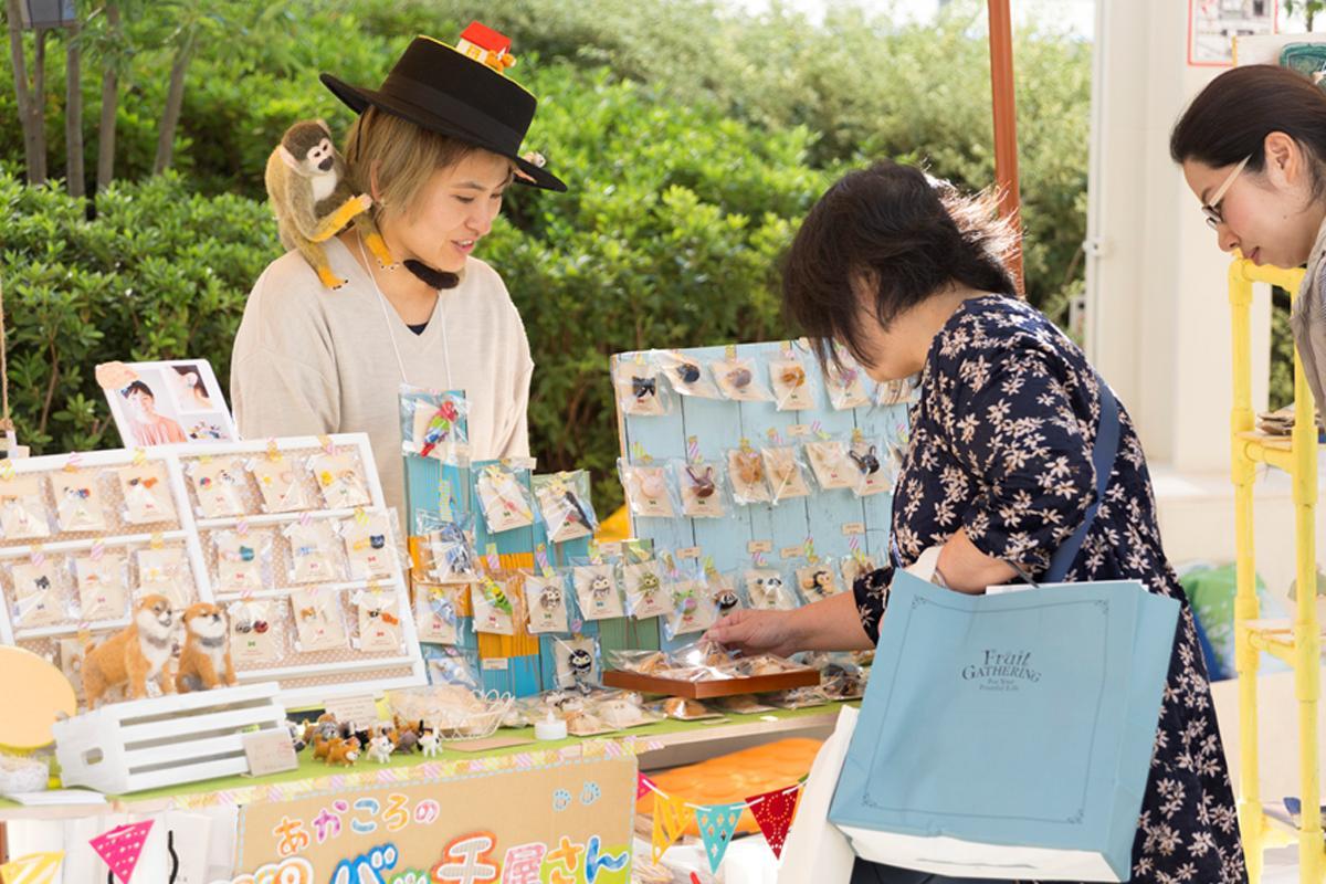 クリエーター40組によるアクセサリーや雑貨を販売する「タチカワ マルシェ」を開催