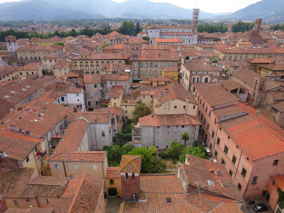 古い街並みが残るルッカ市内