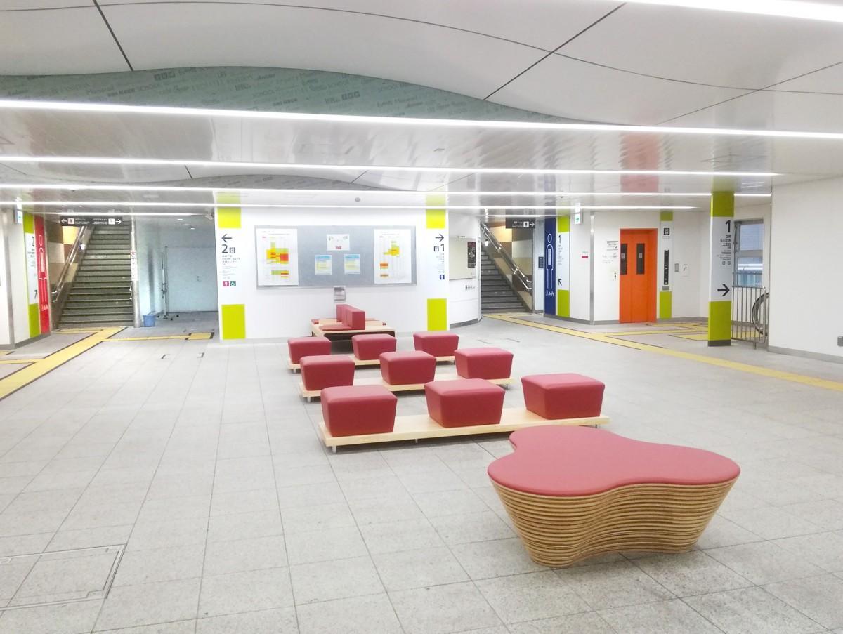 リニューアルした多摩モノレール・立川南駅コンコース