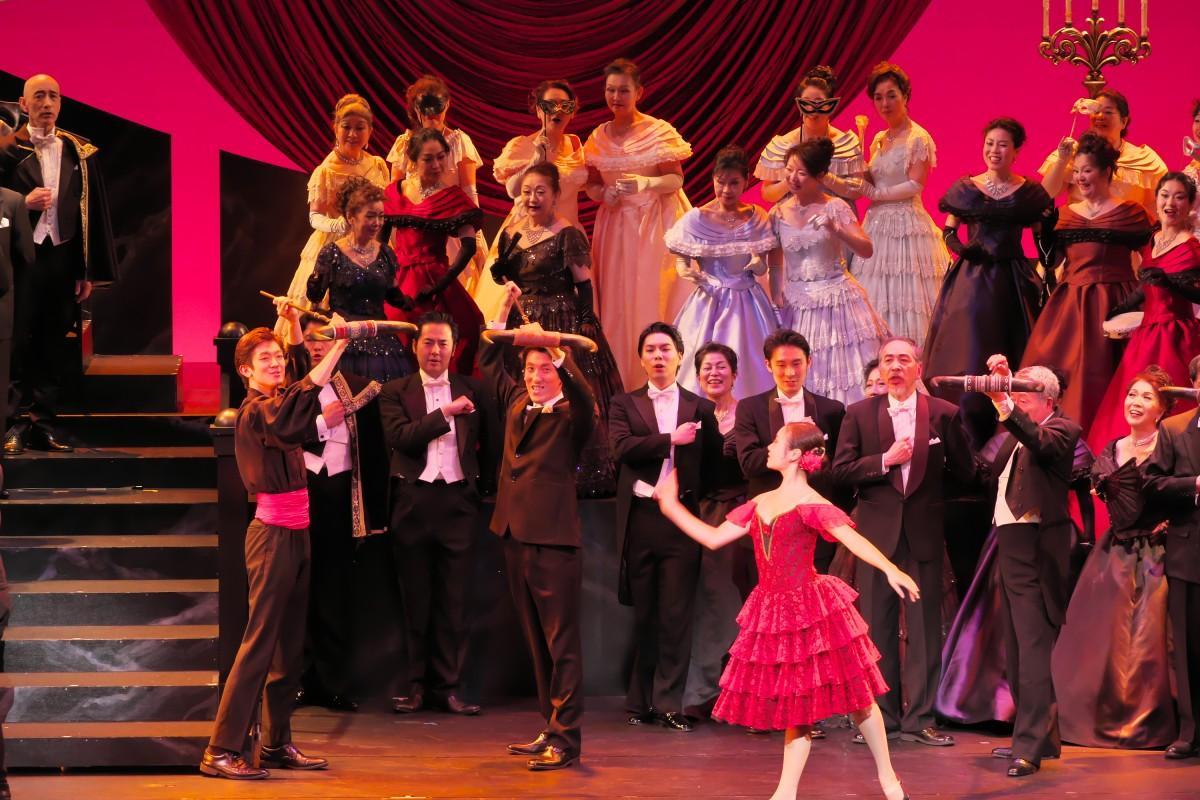 昨年の市民オペラ公演「椿姫」の様子(撮影:長澤直子さん)