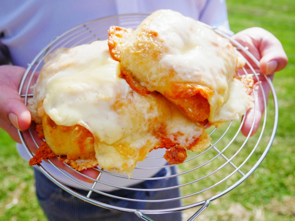 看板商品「とろ~りチーズパン」