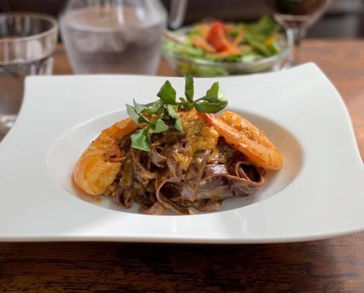 カカオを麺に練り込んだ生パスタを使った「ショコラパスタ」