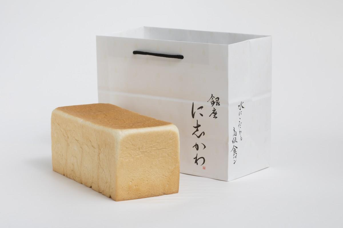 「水にこだわる高級食パン」(800円、税別)