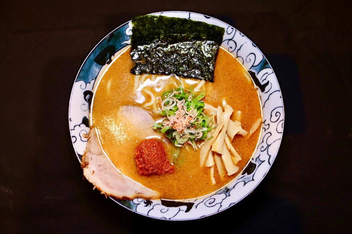 「えびそば えび助 東京」の「濃厚魚介海老太麺(海老辛味噌のせ)」(850円)