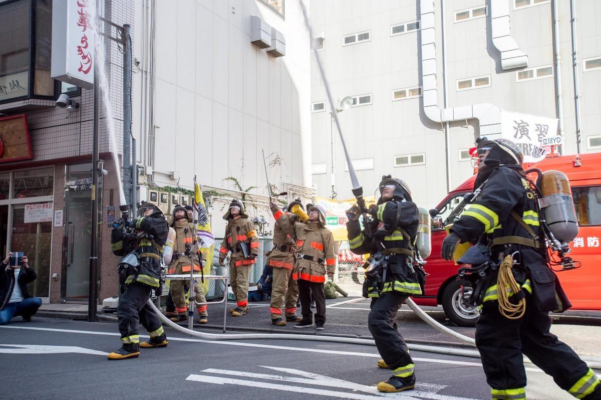 迫力がある大規模消防演習