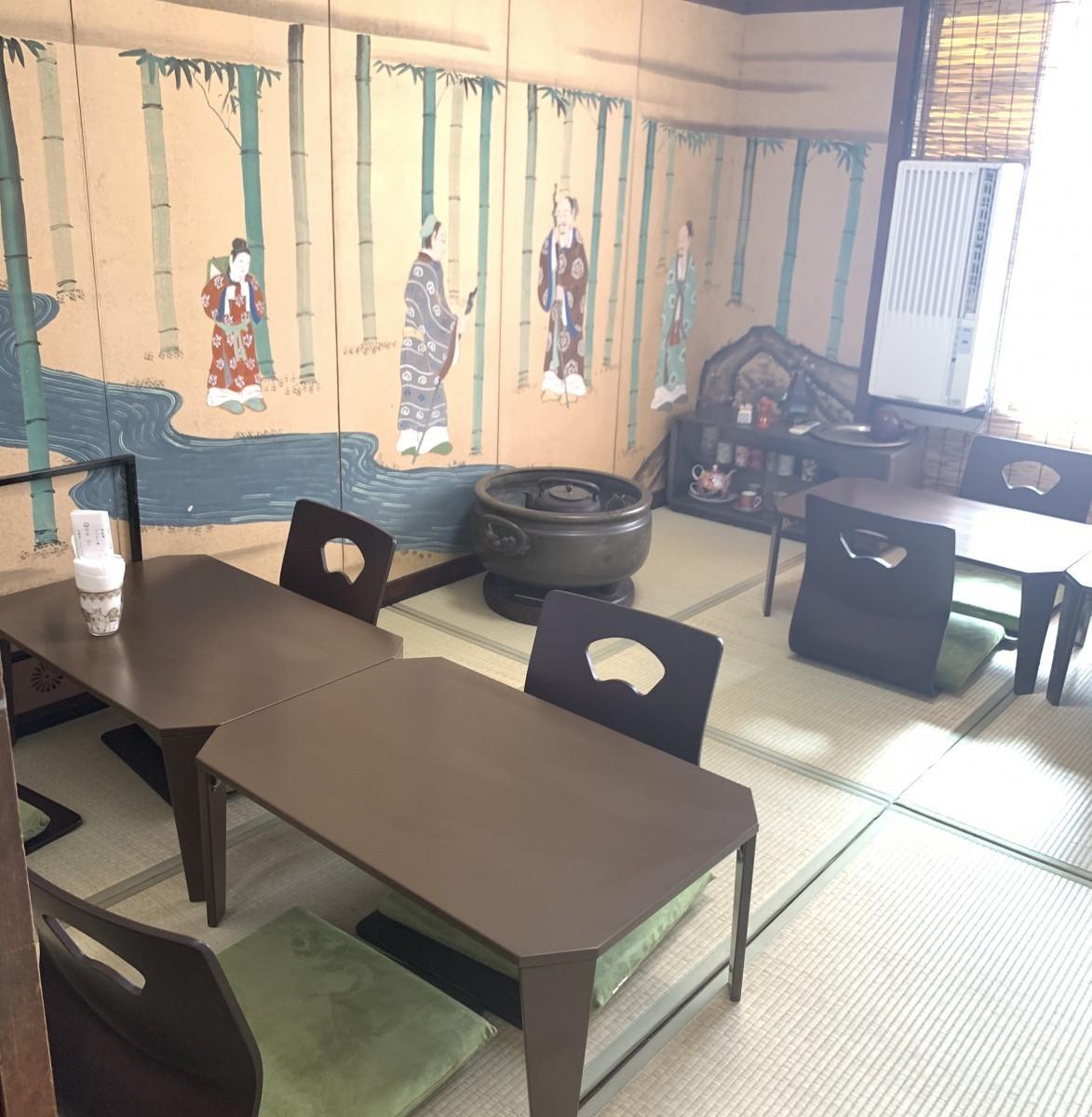1周年を迎えた「茶カフェ一煎」2階では日本茶ワークショップも