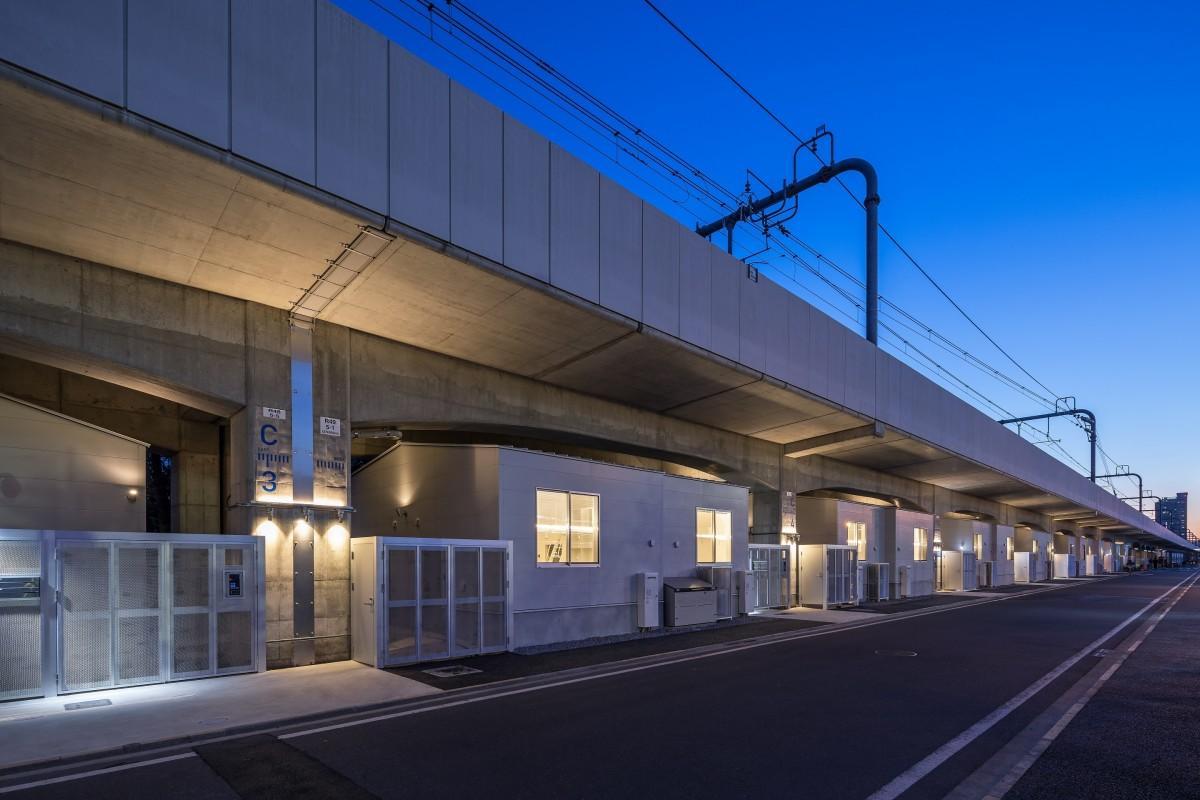 中央線の高架下に完成した学生向け賃貸住宅「中央ラインハウス小金井」