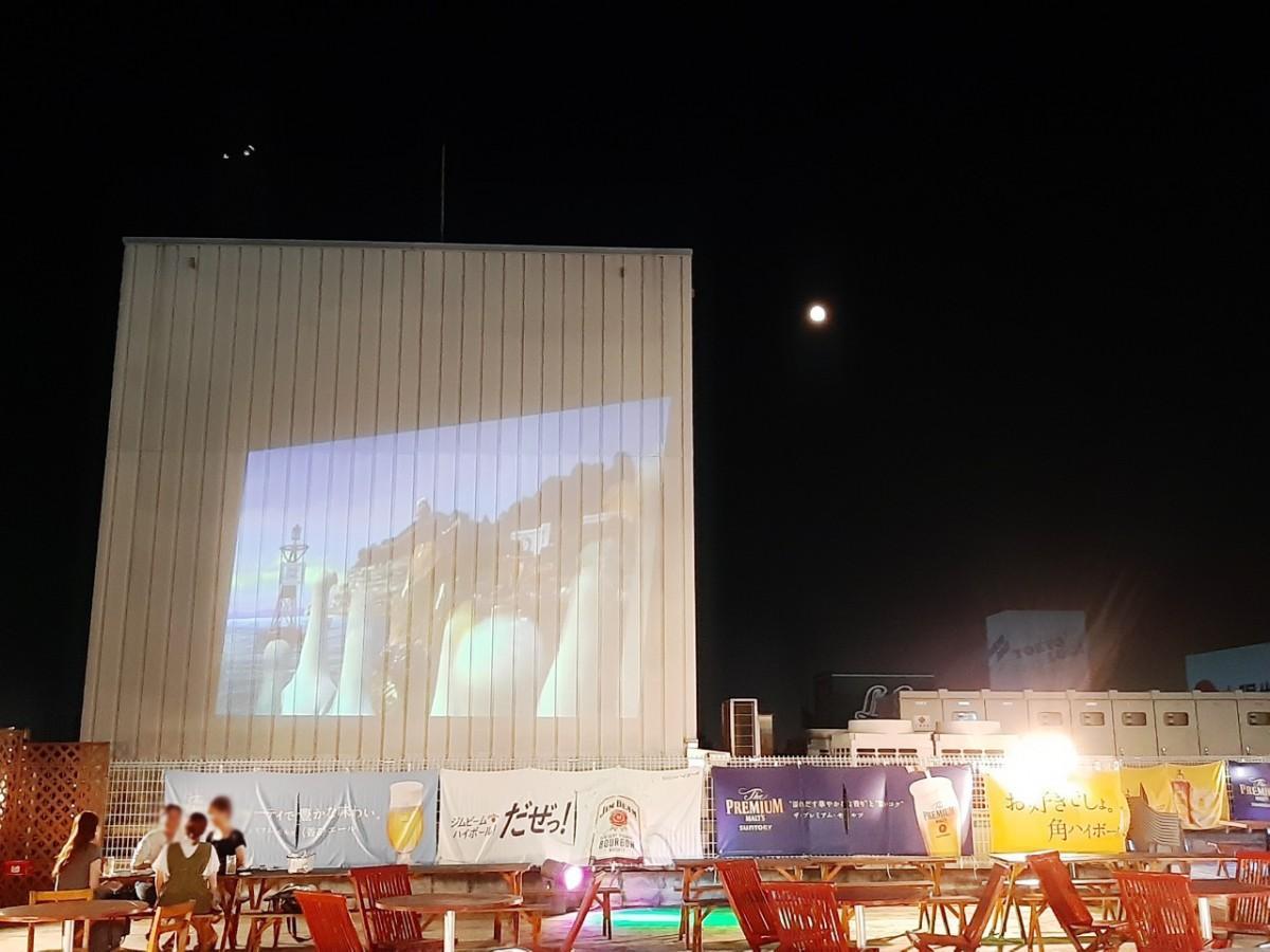 星や月が見える屋上ビアガーデン スクリーン上映も