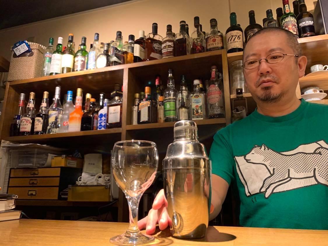 Cafe&Bar Good &Badtimes 店内と店主の江森さん