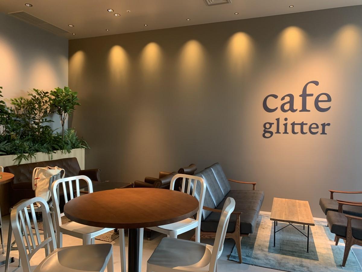 ラウンジとして利用できる併設のカフェ