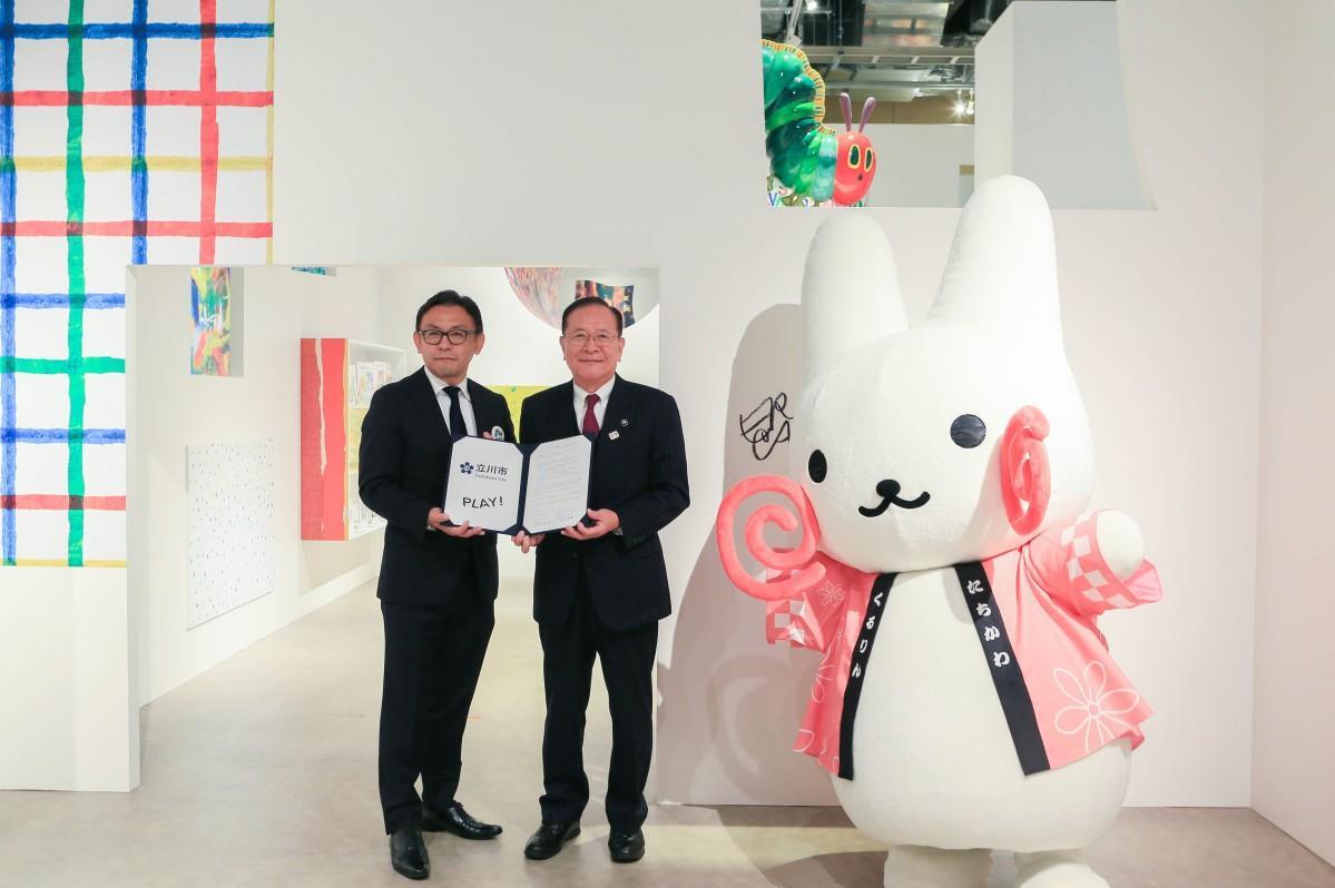 左からPLAY!リーダー(コスモマーチャンダイズィング社長)の脇谷哲朗さんと立川市長の清水庄平さん