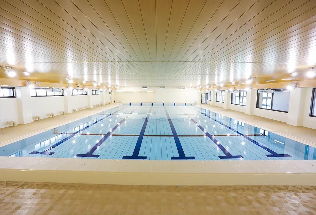 日本水泳連盟公式プール。可動床で、水質にもこだわる。