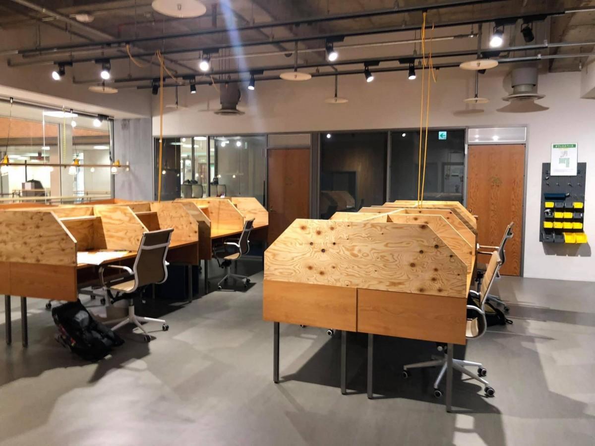 就職後のテレワークの拠点として茅野駅前に開設した、シェアオフィス「ワークラボ八ヶ岳」