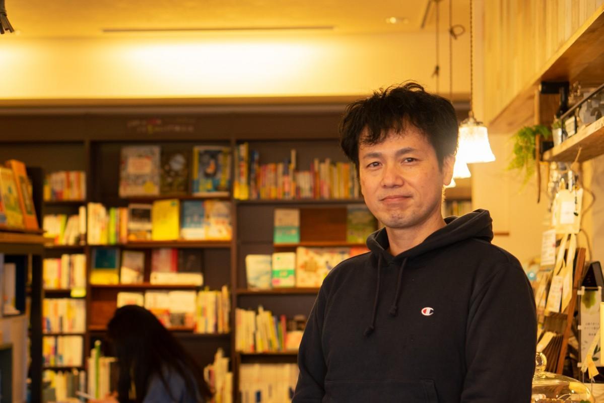 ブックカフェ「マルベリーフィールド」店主の勝澤光さん