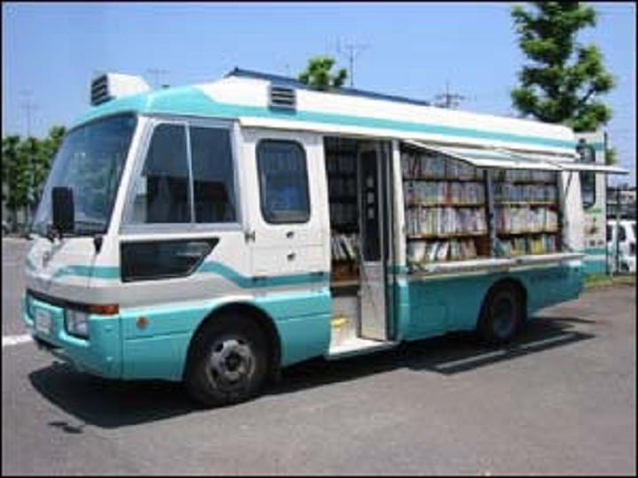みずうみ号へのお手紙コーナー バスの絵が描かれた専用の用紙を設置