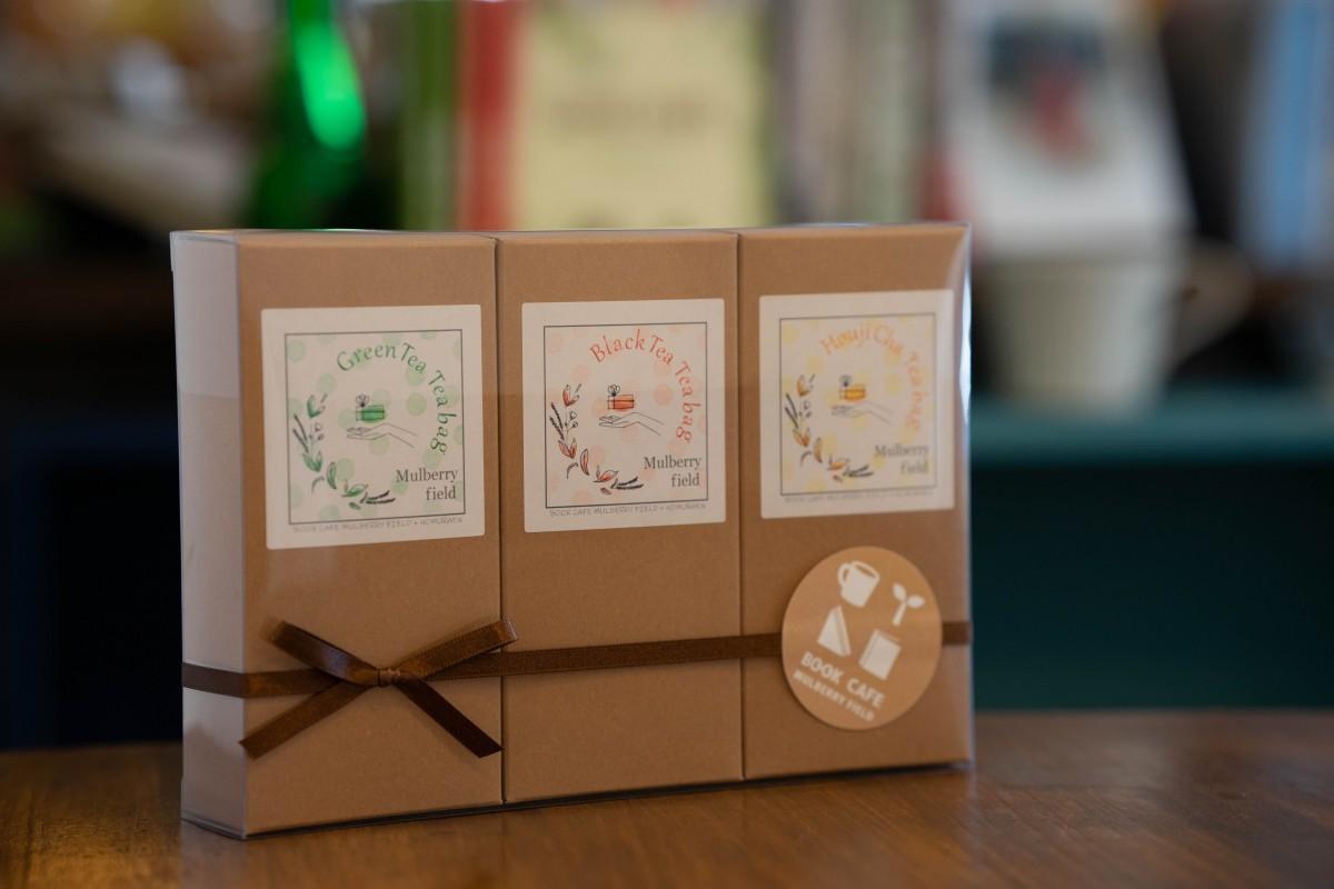 「野村園さんのティーギフト」(3,500円)緑茶・ほうじ茶・紅茶の三種類が10袋づつ入っている。