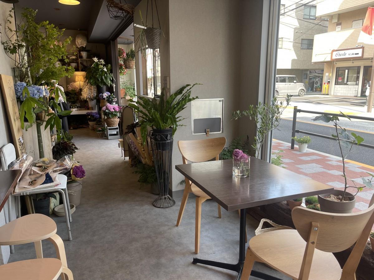 生花店の奥にあるカフェ。