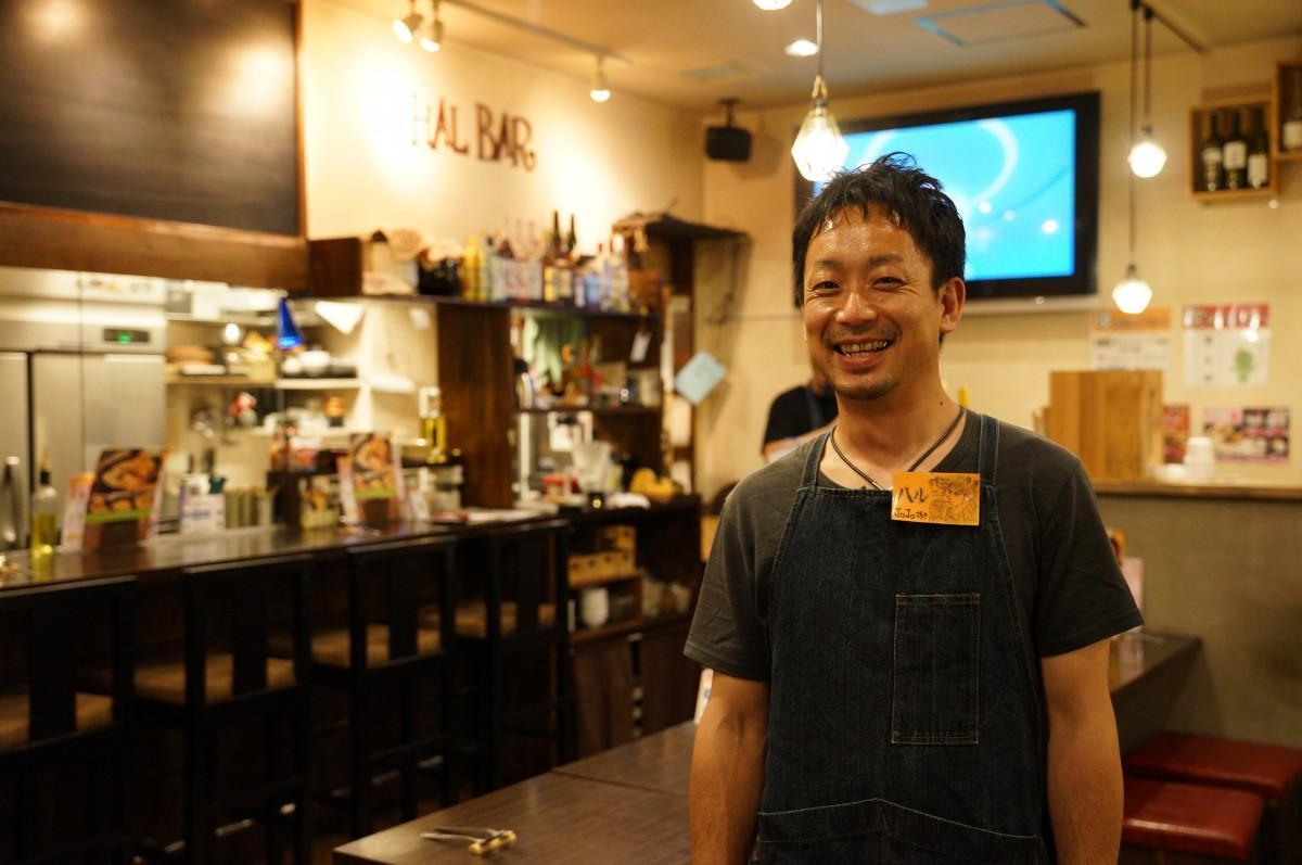 「ワインとクラフトビール はるばる」店主の岩崎暁さん