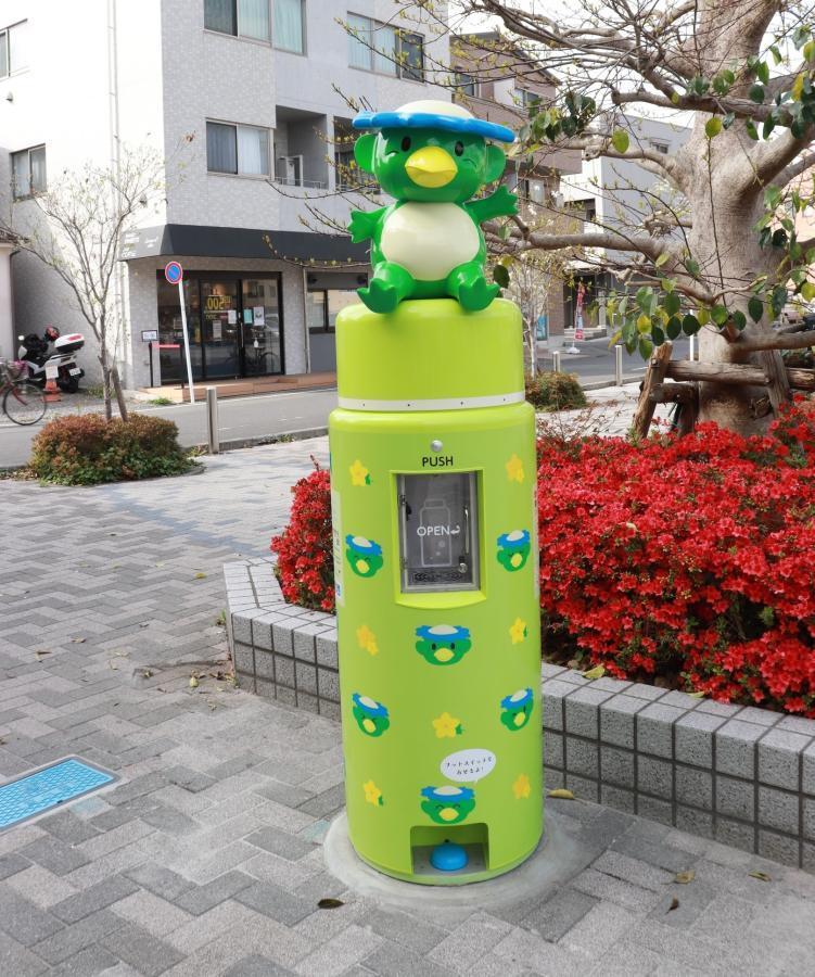 昭島市キャラクター「ちかっぱー」が座るデザインの給水機