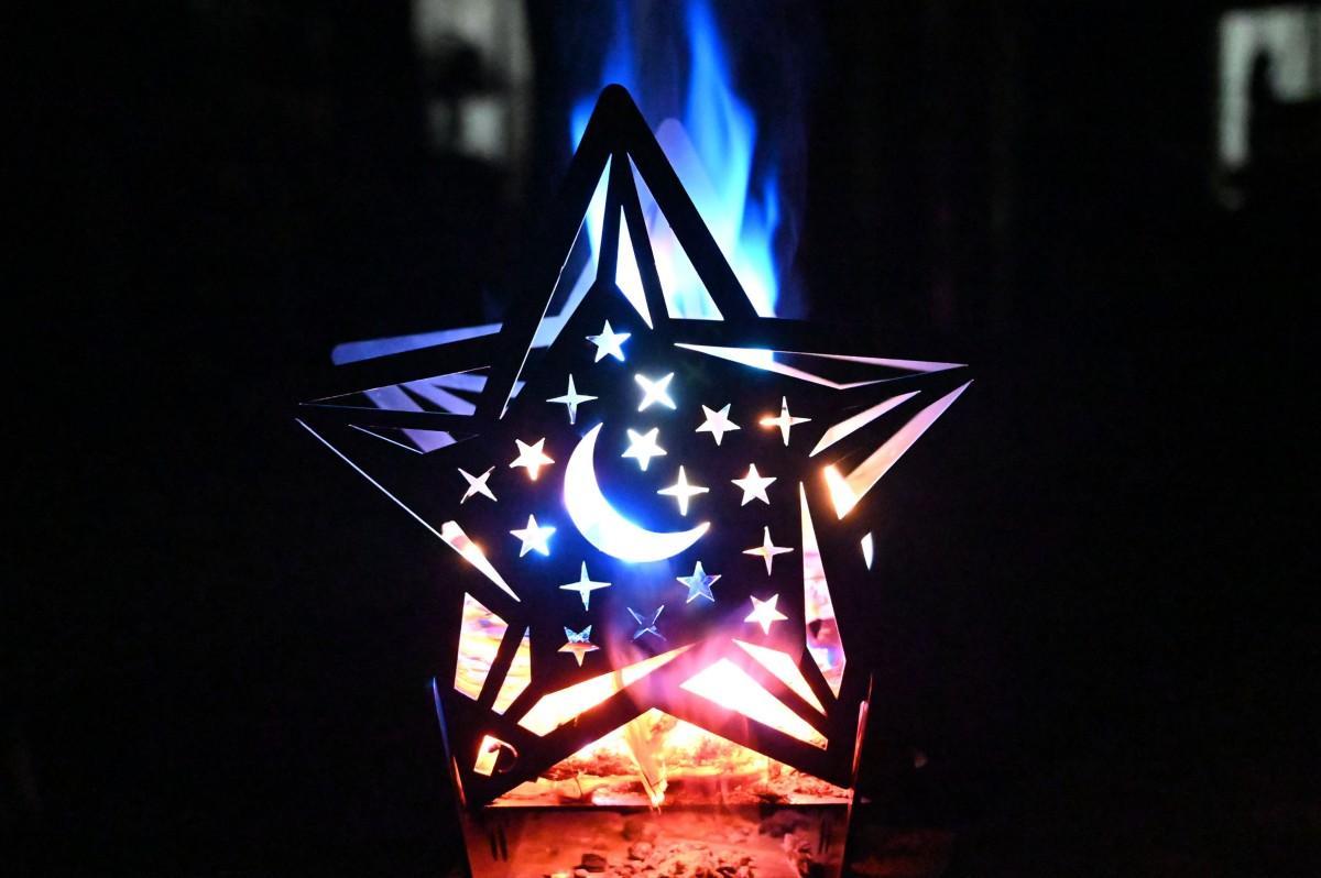 金属のカッティングにより、シルエットがキレイに出る星型のたき火台