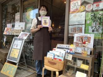 立川のカフェに「きんじょの本棚」 無料で貸し出す街の図書館