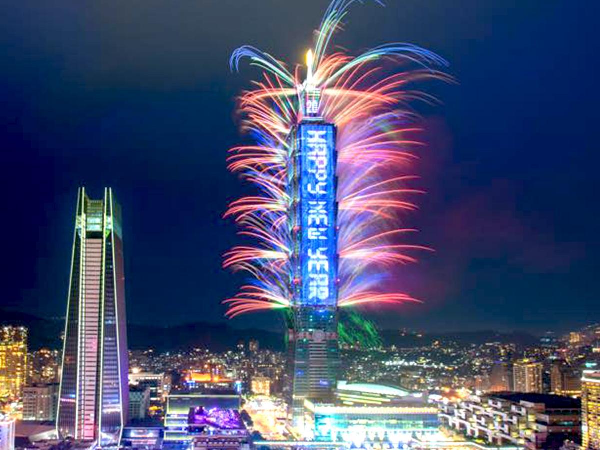 台北101で行われた年越しカウントダウン花火の様子(Facebookより)