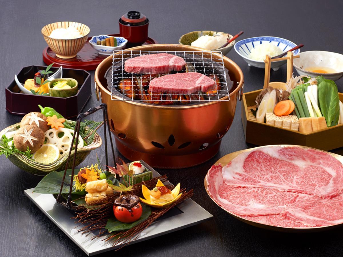 A5ランクの和牛「柿安牛」を使用したすき焼きコース「神譽1%奇蹟『柿安牛』究極之宴」(15,800台湾ドル) 前菜、握りずし、刺し身、焼き物、すき焼きなどを提供