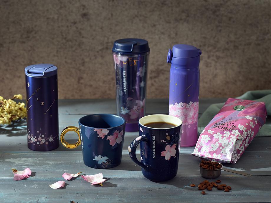 星空に夜桜が映るイメージした、台湾スタバ限定の桜シリーズ商品