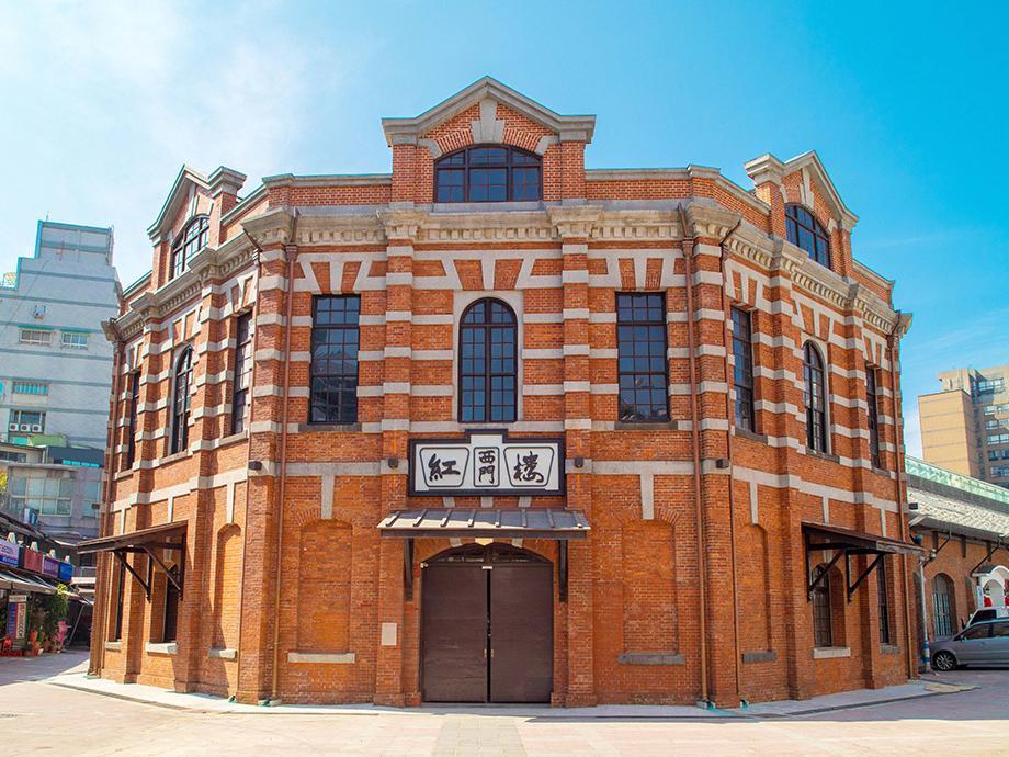 赤レンガ造りが特徴的な「西門紅楼」。建設から110年経つ歴史的建造物。日本人建築家近藤十郎によって建設された
