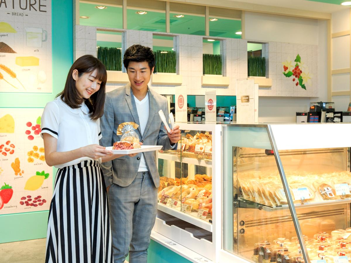 店内でパンとコーヒーが楽しめる台湾セブン宏泰店