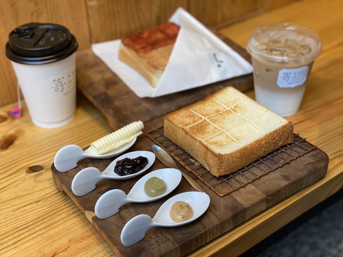 海外初出店で台湾1号店となる「高級食パン専門店嵜本ベーカリー」イートインはジャムが添えられ、テークはすぐに食べられるようにジャムが塗ってある。