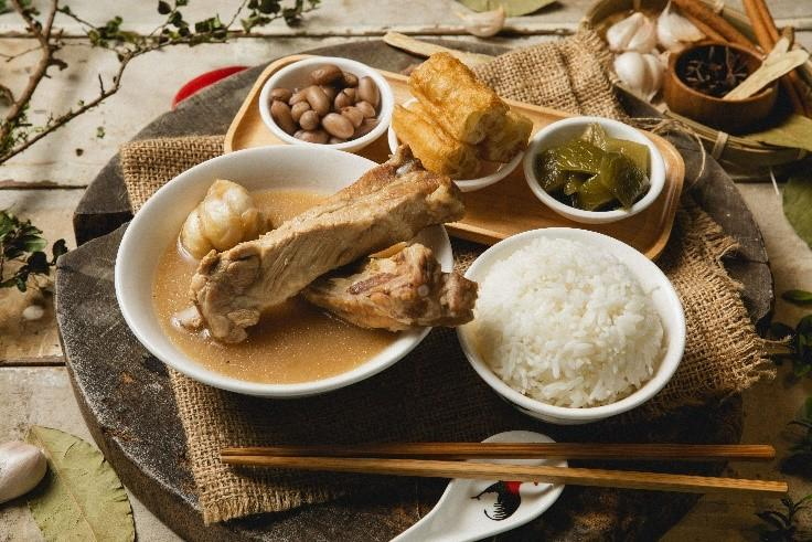 7月1日より発売の限定メニュー、上等肉骨茶+ご飯+副菜(NTD270元)