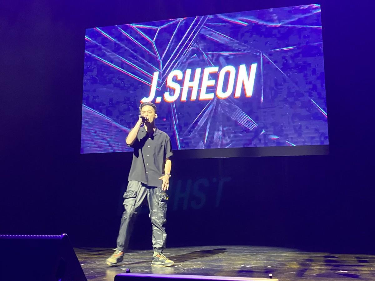 こけら落としとなる初パフォーマンスでは、今年度金曲賞にノミネートされている男性歌手J.Sheonさんがヒット曲「You'll Never Know」など3曲を披露。