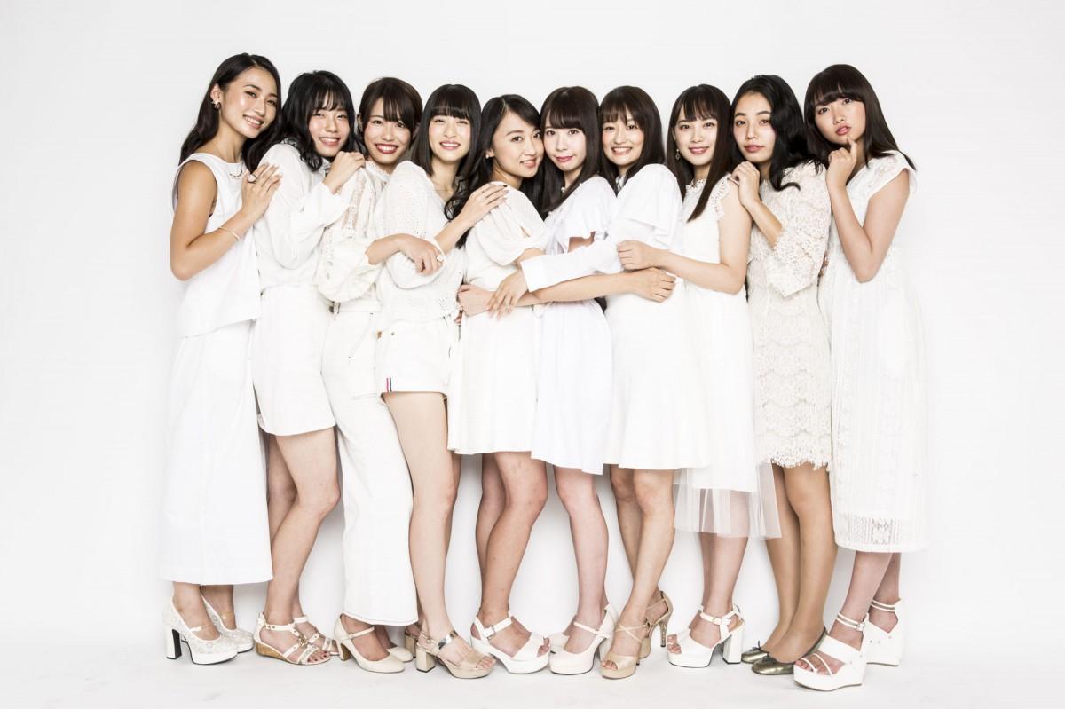 Waseda Collectionに登場する早稲田大学の10人の女子学生モデル(撮影:新田桂一さん)