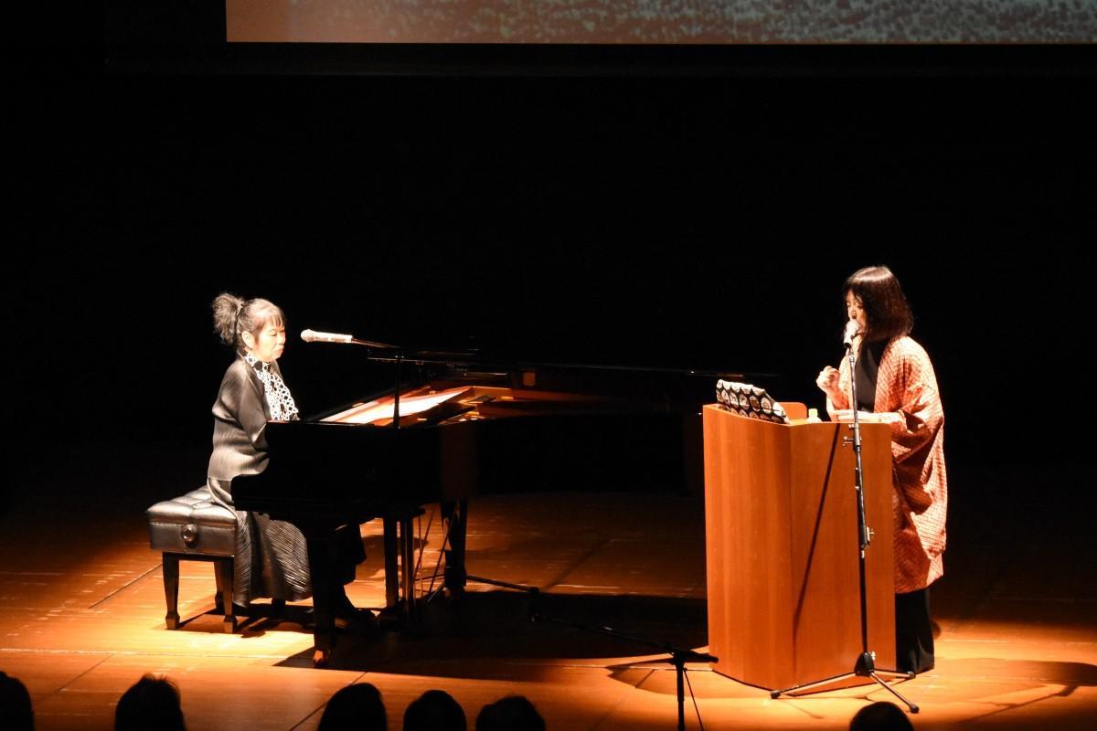 過去に早稲田大学で開催された多和田葉子さん、高瀬アキさんのパフォーマンスの様子