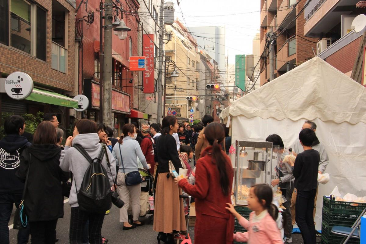 西早稲田こども天国 当日の商店街の様子