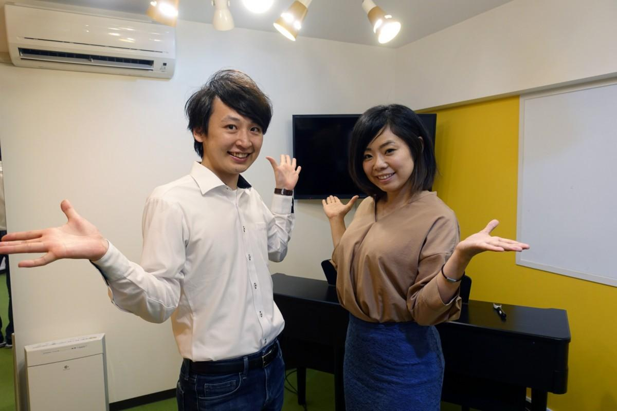 「カナリアミュージックスタジオ」講師の藤嶋拓未さん(左)、代表の島田紀子さん(右)