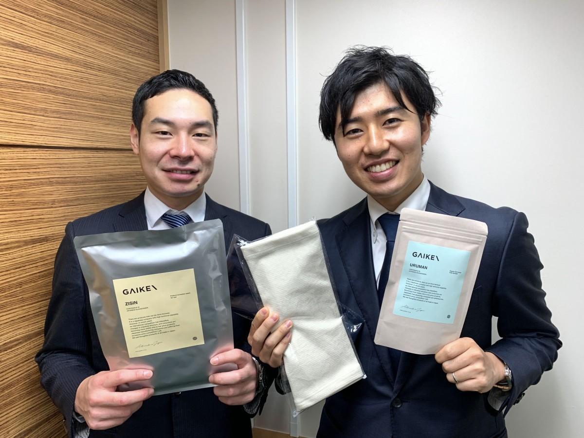 オフィスを構える高田馬場創業支援センターでGAIKENの篠崎貴さんと浜井啓介さん(左から)