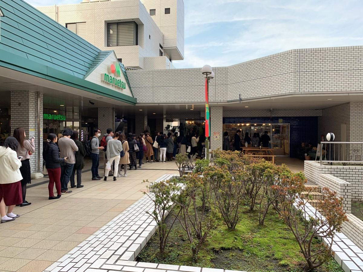 2018年ランキング1位となった高田馬場の「パンとコーヒー 馬場FLAT」の行列の様子